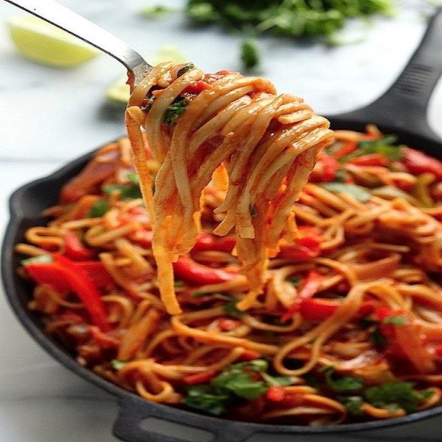 spagettimezesbazsalikomosparadicsomszosszal